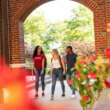 Students walk under archway on Rider campus